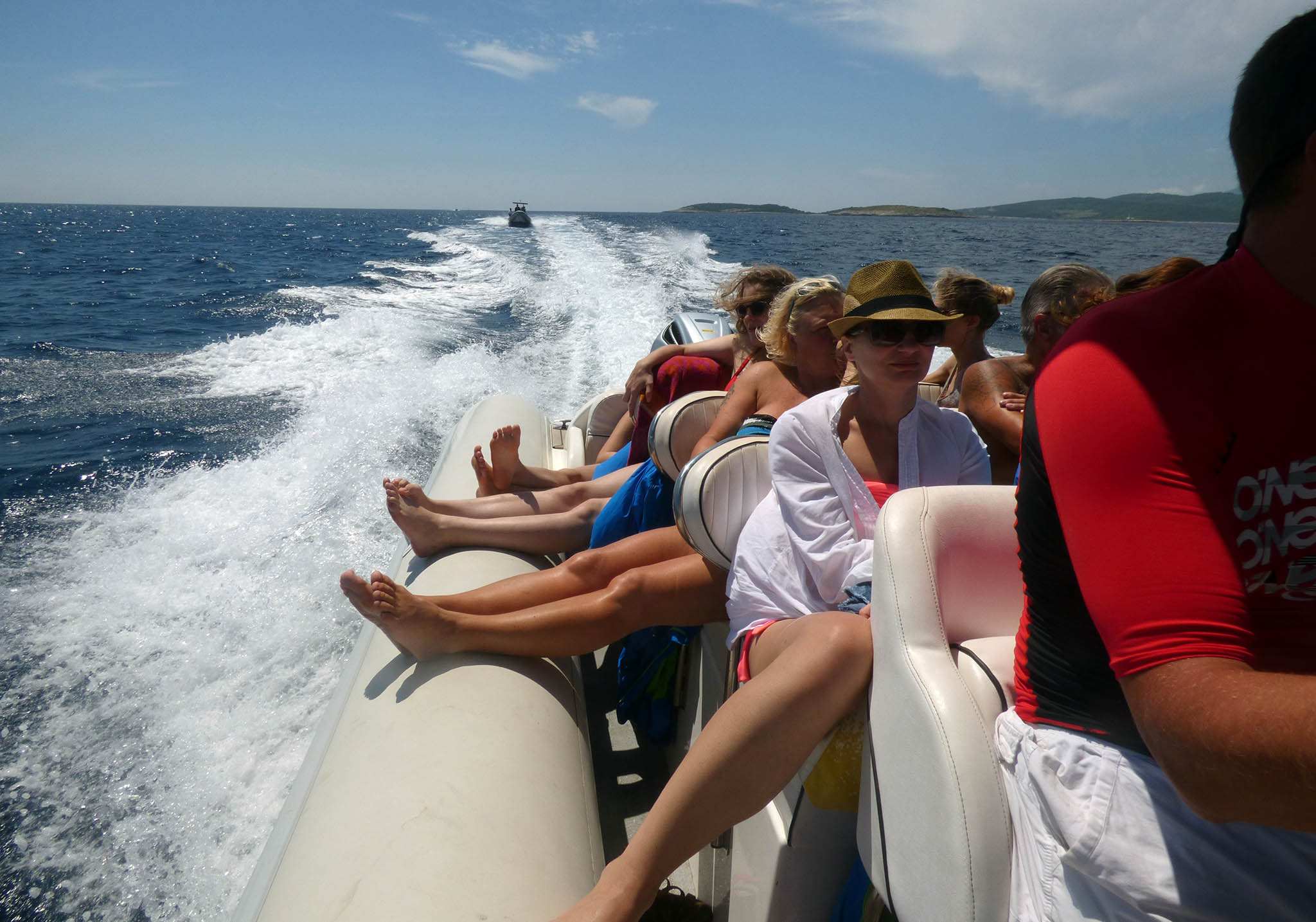 bisevo 6 islands tour from split