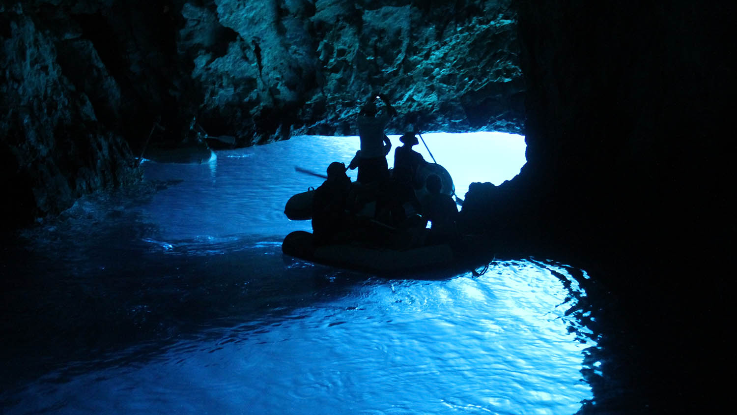 blue cave boat tour from split