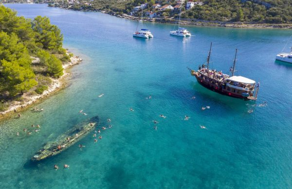Pirate ship tour lagoon